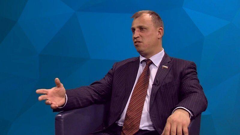 Депутат посоветовал безработным россиянам с высшим образованием идти в маляры