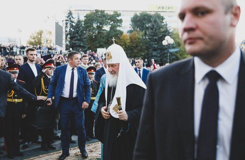 Белорусский священник отправлен в запрет за фото кортежа и охранников патриарха Кирилла