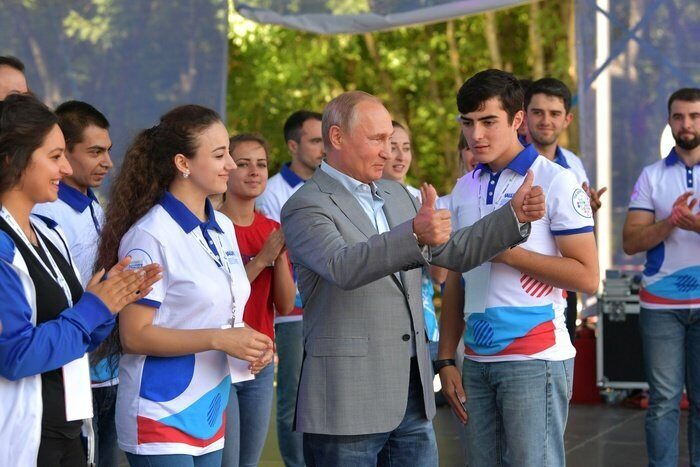Путин пожаловался на нехватку позитива в соцсетях