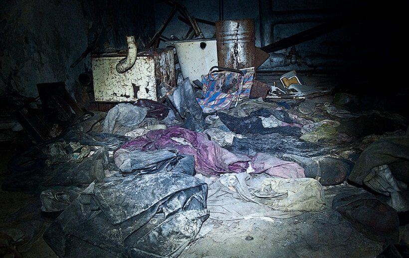 одежда пожарников в подвале в Припяти