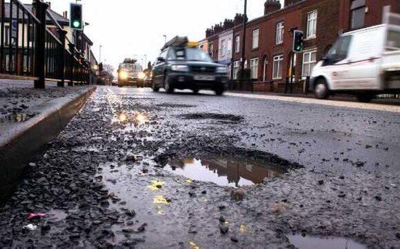 В Великобритании автоэксперты порекомендовали включить в экзамен по вождению проезд выбоин