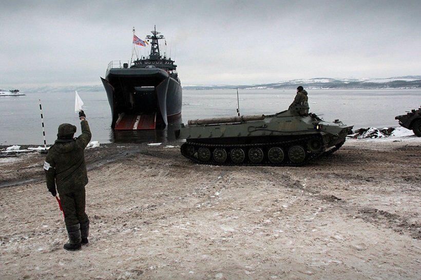 Северный флот провел межвидовое тактическое учение в Арктике