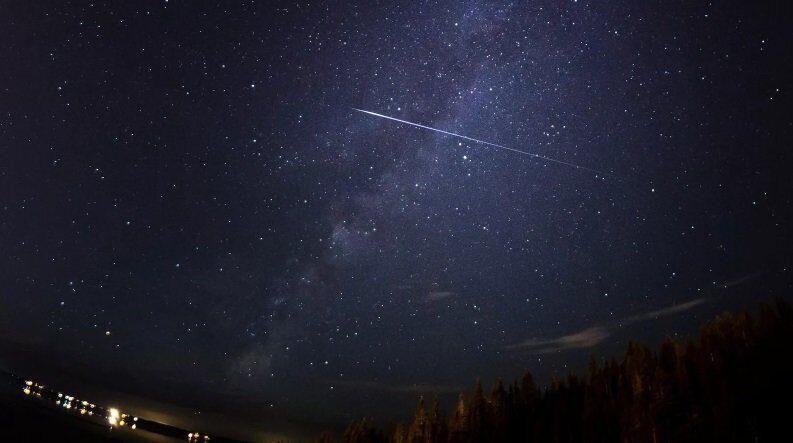 поцелуй Луны с Сатурном и звездопад 11 ноября