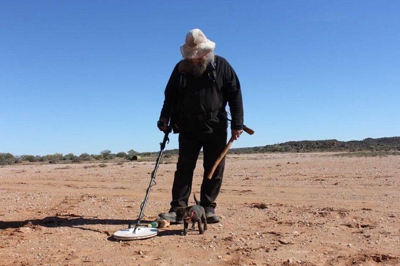 Австралийский пенсионер нашел крупный золотой самородок при помощи металлоискателя