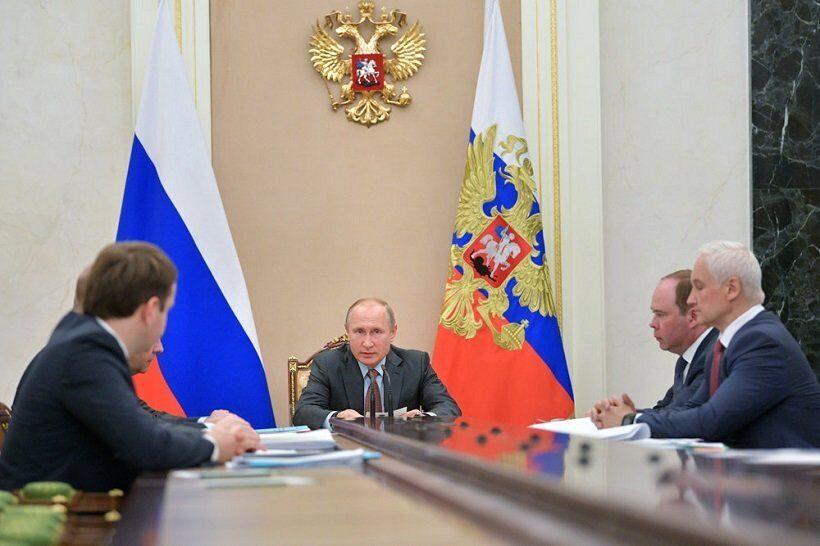 Путин призвал увеличить зарплаты и доходы граждан