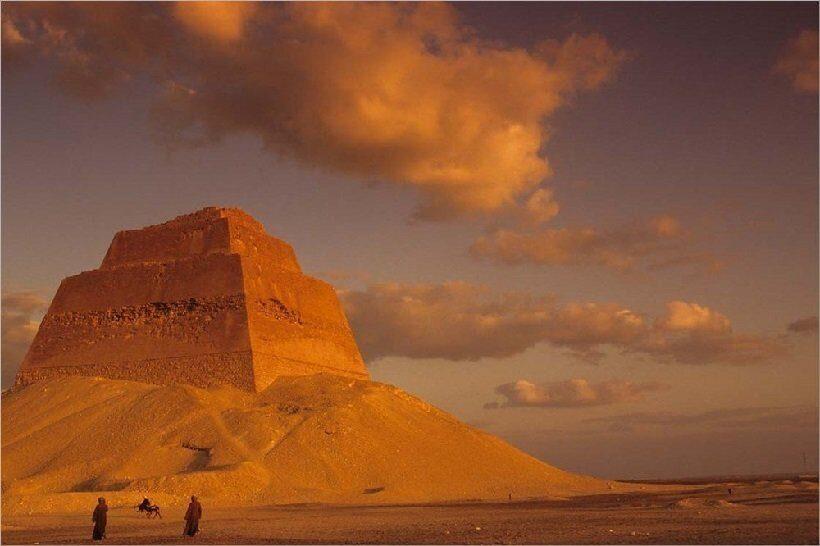 Пирамида Мейдум в Египте