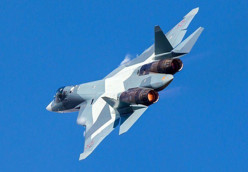 Летчики Су-57 начали испытывать новые противоперегрузочные костюмы