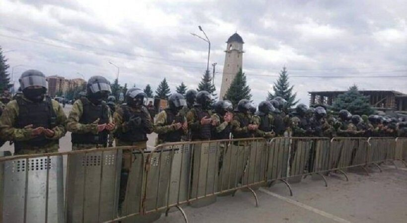 Волнения в Магасе полиция молится вместе с протестующими