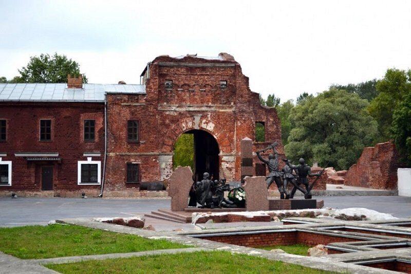 В Брестской крепости найден тайник с боеприпасами