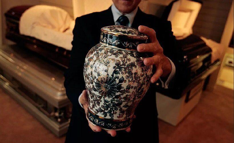 В Китае популяризируют кремацию