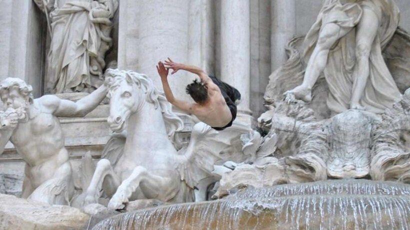 Канадских туристов оштрафовали за утреннее купание в римском фонтане Треви