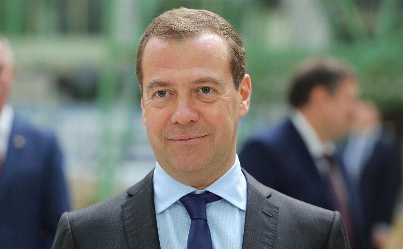 Премьер-министр России Дмитрий Медведев рассказал о вреде еды на ночь
