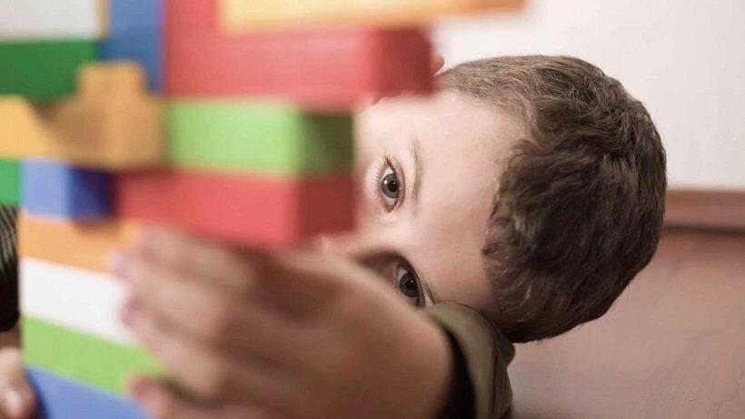 Китайские ученые обнаружили ген, мутация которого ведет к развитию аутизма