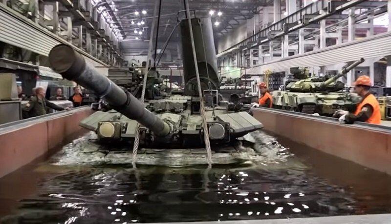 Танк Т-90 утопили в бассейне