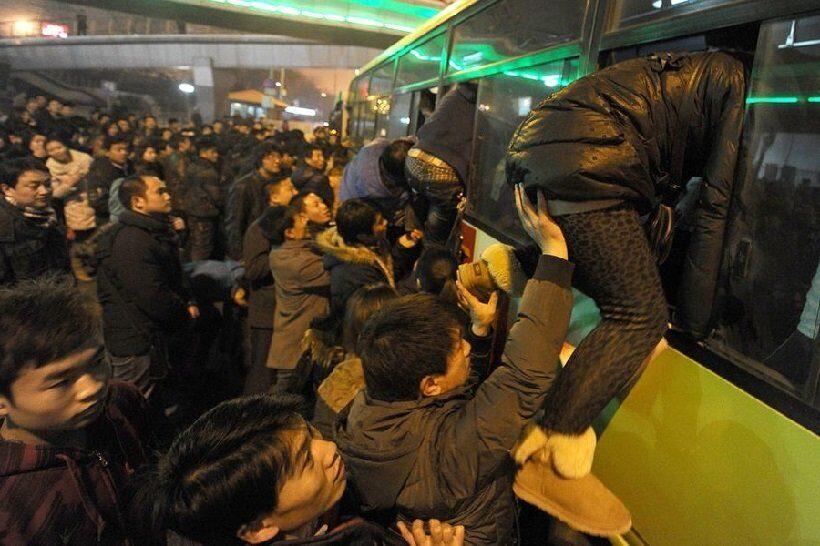 полиция КНР остановила автобус, перевозивший людей в биотуалете