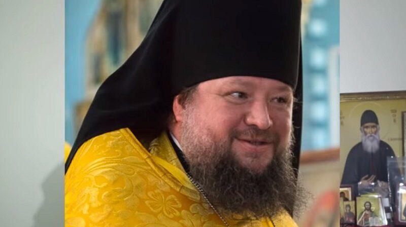 Священника отправили в монастырь за приставания к молодому помощнику