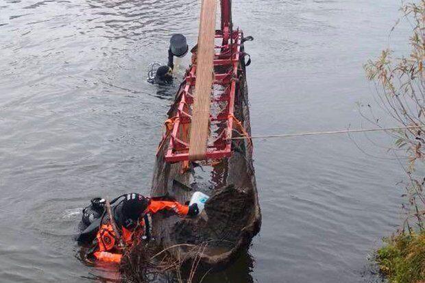 В Белоруссии на дне реки нашли восьмиметровую лодку, выдолбленную из дерева