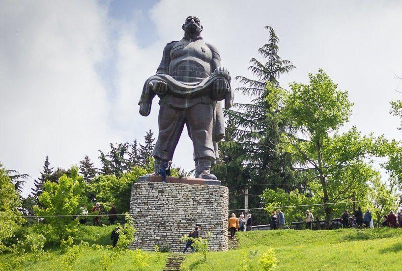 монумент Отец солдата в Гурджаани Грузия