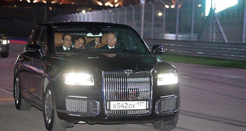 Путин проехал за рулем Ауруса по гоночной трассе