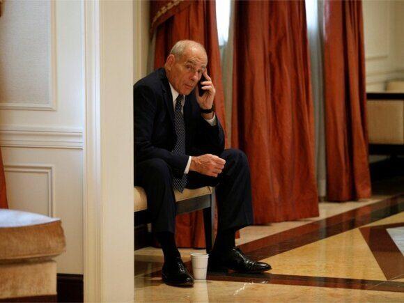 В Белом доме ужесточили правила пользования сотовыми телефонами на фоне множества утечек