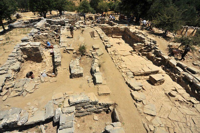 дворец Зоминтос раскопки