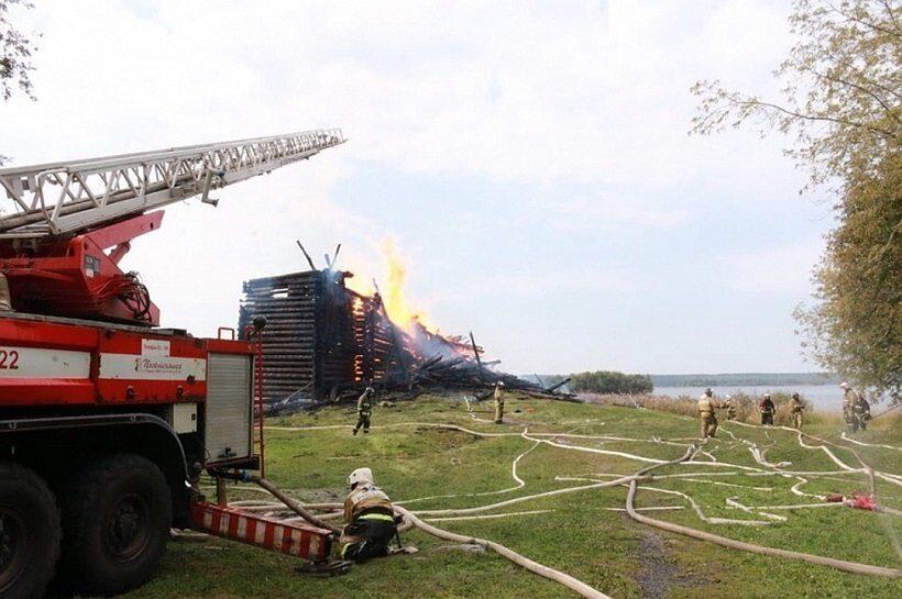 сгоревшая церковь в Карелии