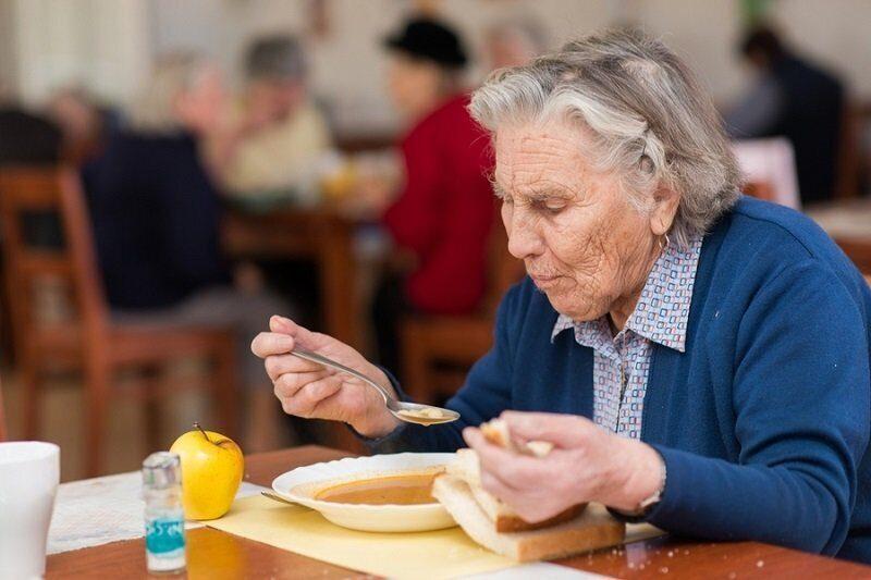 в Петербурге открылось кафе с бесплатными обедами для пожилых