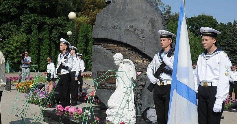 Жители Курской области почтили память погибших 18 лет назад подводников АПЛ Курск